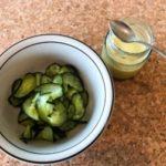 Gurkensalat mit Leindotteröldressing